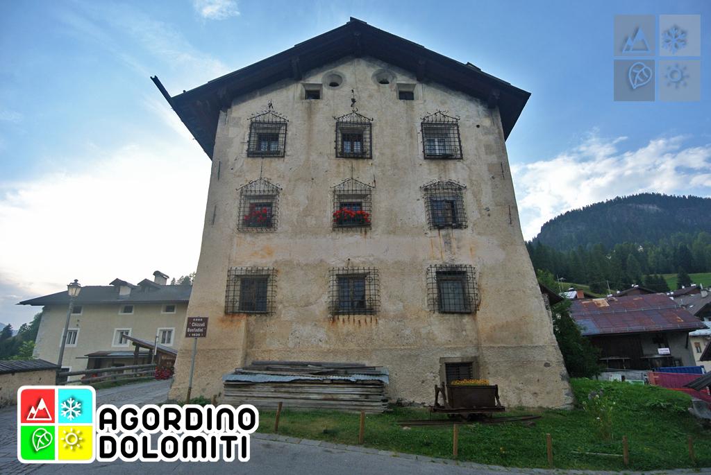 Palazzo Chizzali-Bonfadini (Cesa de Jan) a Colle Santa Luci